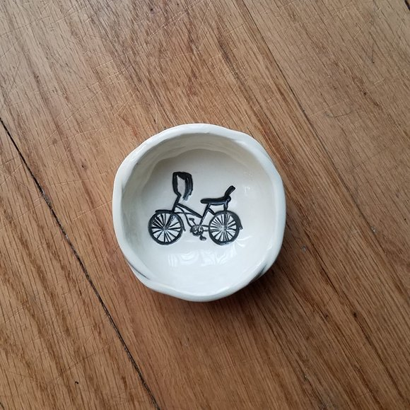 Small 'bicycle' trinket dish